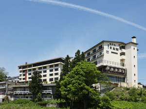 【外観】赤倉温泉の高台に位置し、眺望も抜群です。