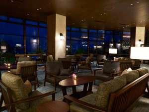 下田東急ホテル:ラウンジ「ブルーナティエ」、夜はシックな装いに