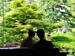 三朝館:・四季折々に風情を楽しめるお庭がくつろぎのご滞在につながります