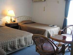 春日観光ホテル:ツインルームでゆったりとおくつろぎ下さい