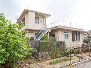ナビィの宿 はま辺:ナビィの宿 はま辺外観(入口側)