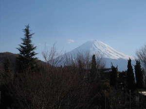 DEN's INN:バルコニーからの富士山。3月中旬の撮影です。少しズームしてます。