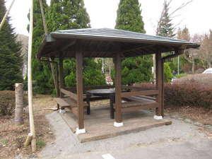 DEN's INN:敷地にBBQハウス完成~☆。お茶しても良いですね。BBQセット(コンロ・炭・他)は3675円です。