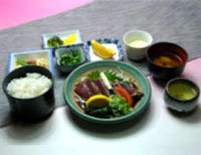 高知龍馬ホテル:たたき定食(例)豊富なメニューをご用意致しております。