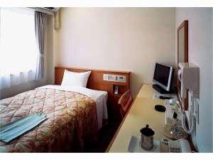 高知龍馬ホテル:14.1平米スタンダードシングルルーム。 ベッドの幅は122㎝ございます。