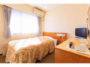 高知龍馬ホテル:シングルルームの広さは14.1平米、ベッドの幅は122㎝ございます。