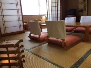ホテルテトラリゾート鶴岡(旧海麓園):落ち着きのある広々和室で足をのばしておくつろぎ下さい。