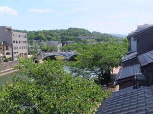 木津屋旅館:3階の部屋より眺める浅野川大橋
