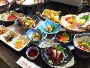 割烹民宿めぐろ :*夕食一例/世界三大漁場のひとつ、三陸沖産の種類豊富な魚介類を使ったお膳料理をお楽しみ下さい。