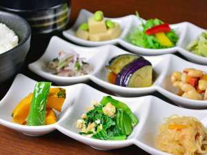 """東急ステイ京都両替町通(三条烏丸):京都の家庭料理""""おばんざい""""を中心とした和洋食ビュッフェをご用意しております。"""