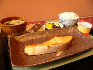 源泉宿 ゆっくり:極ウマ鮭定食(880円) お勧めです