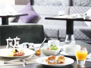 ウェスティンホテル仙台:ご朝食はレストラン「シンフォニー」で。ブッフェスタイルでお楽しみいただけます。