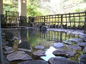 清々しい風を感じながら浸かる露天風呂。
