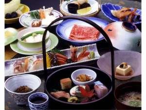 四季亭:旬の食材を厳選した料理の数々。素材の旨みをご堪能下さい。