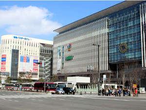 ■博多駅■JR博多駅と博多バスターミナルなど交通の要所。JR博多シティなどが駅ビルに入っています。