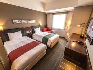 博多グリーンホテルアネックス:≪ツインルーム≫ゆったりとした空間と、壁掛けの大きなテレビ。友人同士やご家族で楽しいひと時を♪