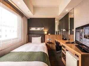 【シングルルーム】 広めのベッドと落ち着いた内装でゆったりとお過ごしいただけます♪