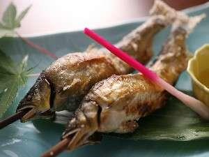 民宿 ほら:ご主人が自ら釣り上げた天然鮎。本物の味をお楽しみください。