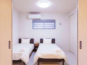 かりゆしコンドミニアムリゾート名護 RBvilla(アールビーヴィラ):各棟毎に寝室は3室。ベッド2・ベッド2・ベッド2+布団1で1棟に7名様宿泊可能、三世代やグループ旅行にも。