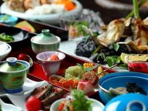 黒川温泉 山あいの宿 山みず木:季節の山の幸をたっぷり使用した創作会席料理。
