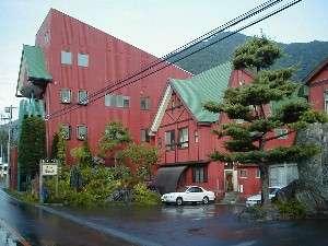 尾瀬戸倉温泉湯元ホテル玉城屋:国道沿い、バス停の目の前