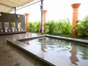 【森の湯】開放的な露天風呂でリラックスした時間をお過ごしください。