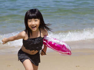 沖縄の美しい海、家族で遊ぼう!
