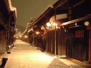ホテル花:夜の古い町並 冬ホテルより徒歩7分