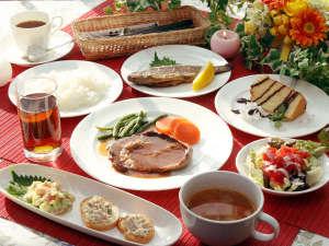 家庭的な洋風料理が好評の宿 ペンション青い風:真心込めた当館自慢の定番洋風家庭料理をご堪能ください♪