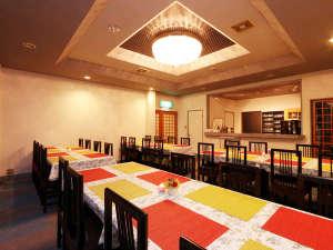 家庭的な洋風料理が好評の宿 ペンション青い風:お食事は当館レストランで☆ ゆっくりお食事をご堪能♪