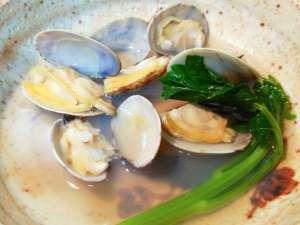 麻吉旅館:【お料理】地元の新鮮な魚介類を使っています。