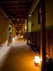 日常から少し遠くへ・・ 懐古ロマンの宿 季さら:お部屋は全室離れ和の分意気が漂う回廊
