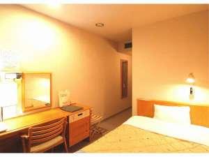ホテルパレスイン鹿児島:【スタンダードシングルルーム】13平米。全室120cm幅のセミダブルベッド。