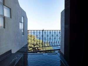 源泉かけ流しとマリンランプの宿 ナチュラルリゾートISANA:【スーペリア】いつでも入れる源泉かけ流しの温泉!好きな温度に調節して満喫しよう♪