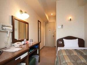 ビジネスホテルボストン:【シングルルーム】全室「姿見」も完備。これで、身だしなみもばっちり。