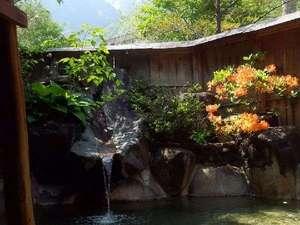 旅館 観岳:春は焼岳と、ツツジと、晴れれば夜は満天の星空が見られます。お部屋単位で貸切できます。