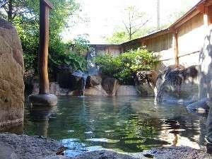 旅館 観岳:焼岳を望みながらの露天風呂は、開放感いっぱい!H27 4/1~内湯(2つ)も、お部屋単位で貸切できます。