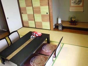 全室海に面する温泉宿 垂水ベイサイトホテル アザレア:*和洋室(客室一例)/和と洋、両方の良さを味わえるお部屋の和室です。