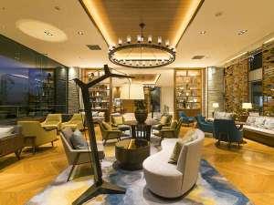富士急オフィシャルホテル ハイランドリゾート ホテル&スパ:ラグジュアリー空間を演出するロビー