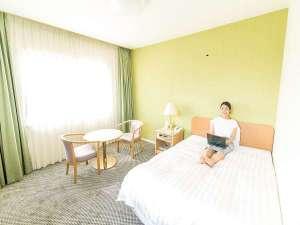 サザンシティホテル:広めのシングルルーム 140センチのベッドでゆったり♪