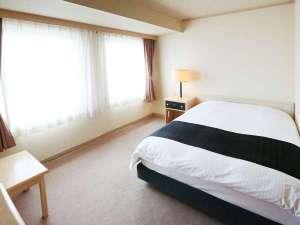 アパホテル<札幌すすきの駅南>:ダブルルーム(広さ13㎡/ベッド幅140cm)