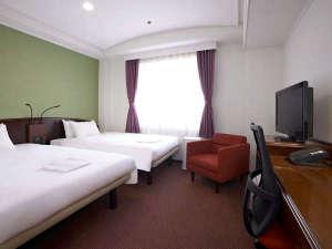 ザ・ビー京都三条:【ツインルーム】幅120cmのベッドを2台ご準備しております。