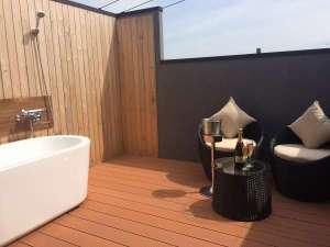 wad resort 千鳥亭:客室には露天風呂が付いています。シャンパンを飲みながら・・・
