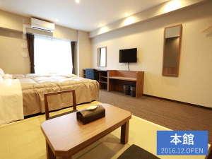ザ・ベース・堺東・アパートメントホテル:【全室35㎡の和洋室】ベッド2台と布団2セットで最大5名様まで宿泊可能です。