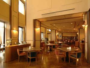 ホテルクレッセント旭川:★【1階レストランフォーシーズン】朝食、夕食のほかランチタイムやカフェタイムのご利用も可能
