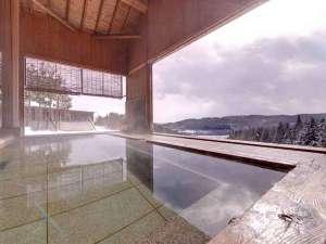 泉ヶ岳温泉やまぼうし:*露天風呂/お天気が良ければ早朝がオススメ!山あいから望む日の出をご覧いただけます。