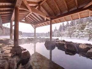 泉ヶ岳温泉やまぼうし:*雪見露天/シーンと静まり返った中、昏々と湧き出る温泉に耳を欹てて。