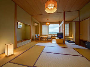 泉ヶ岳温泉やまぼうし:【和室】10畳+フローリング(約8畳)+2畳(ウォシュレット付)/気品ある和風の客室。