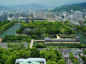 【北側展望】広島城を眼下に望める当館ならではの眺望。