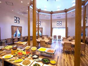 ホテルブリスヴィラ波佐見:明るい光の差し込む開放的な空間で気持ちよくご朝食をお召し上がりください!